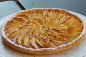 Uma tarte de maçã simples e rápida de preparar fica leve  pouco doce